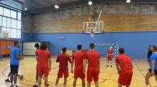 Foot - WTF : Quand les footballeurs tentent le basket...