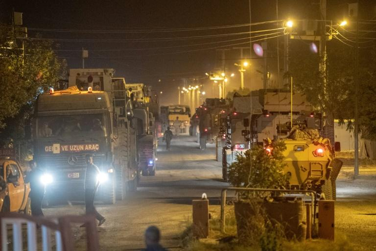Turkey sent more military vehicles to the border with Syria on Tuesday (AFP Photo/BULENT KILIC)
