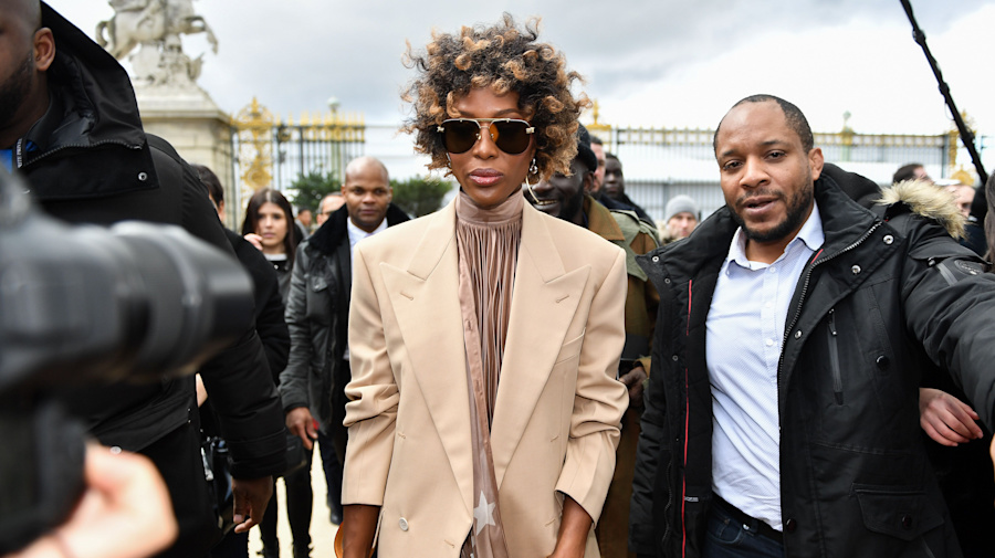 Naomi Campbell debuts new 'do as she arrives at the Louis Vuitton show in Paris