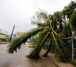 Tropical Storm Earl batters buildings in Belize, heads for Mexico