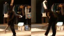 Fernanda Gentil cai do palco durante peça e faz piada; assista ao vídeo