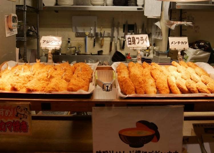 右起:炸肉餅、炸白身魚、炸竹筴魚