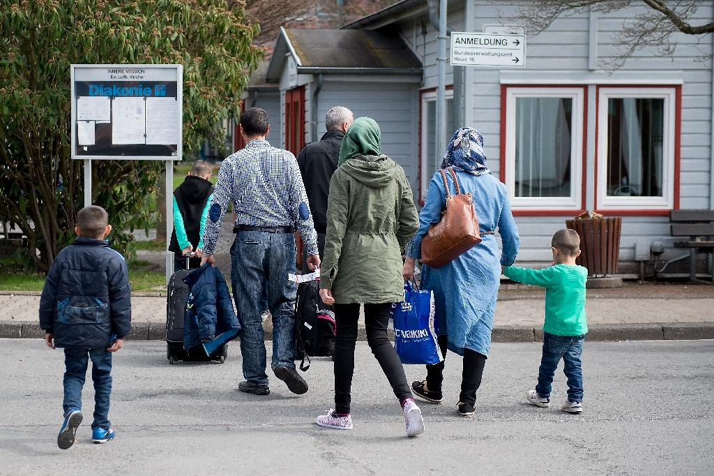 Refugees from Syria arrive at the Friedland shelter near Goettingen, central Germany, on April 4, 2016 (AFP Photo/Swen Pfoertner)