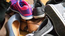 Frau kauft 204 Paar Schuhe im Räumungsverkauf und spendet alle an Flutopfer in Nebraska