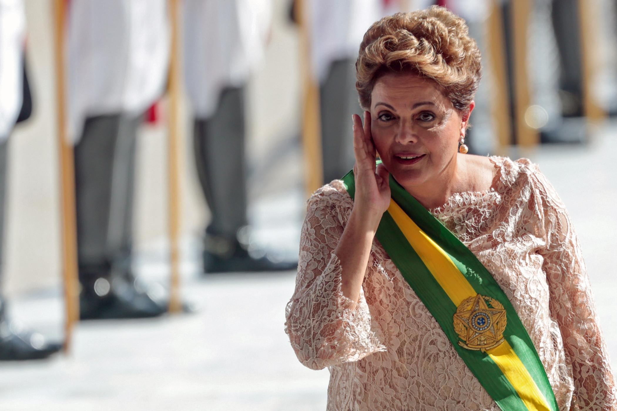 Brazilian President Dilma Rousseff gestures at Planalto Palace during her inauguration ceremony in Brasilia, January 1, 2015 (AFP Photo/Wenderson Araujo)