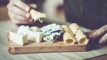 Comment le corps réagit-il lorsque nous mangeons trop de fromage ?