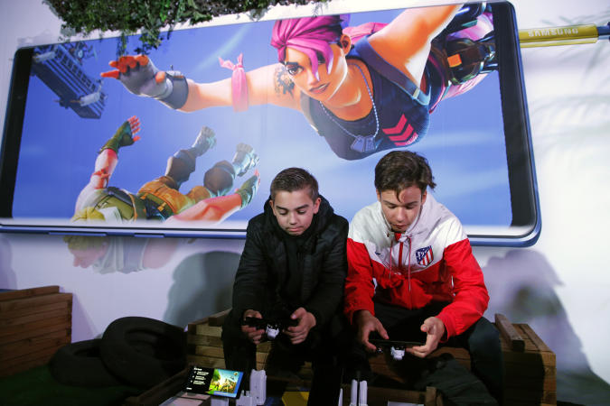 PARIS, FRANCE - OCTOBER 26:  Gamers play the video game 'Fortnite Battle Royale' developed by Epic Games on  Samsung Galaxy Note 9 smartphones during the 'Paris Games Week' on October 26, 2018 in Paris, France. 'Paris Games Week' is an international trade fair for video games and runs from October 26 to 31, 2018.  (Photo by Chesnot/Getty Images)