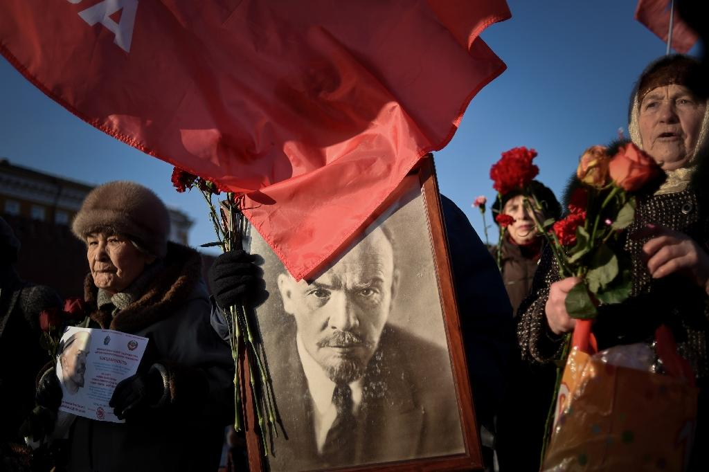 Russian Communist Party supporters carry a portrait of late Soviet leader Vladimir Lenin during a memorial ceremony to mark the 91st anniversary of his death at Red Square in central Moscow on January 21, 2015 (AFP Photo/Kirill Kudryavtsev)