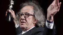 Geoffrey Rush se retira de obra de teatro por demanda