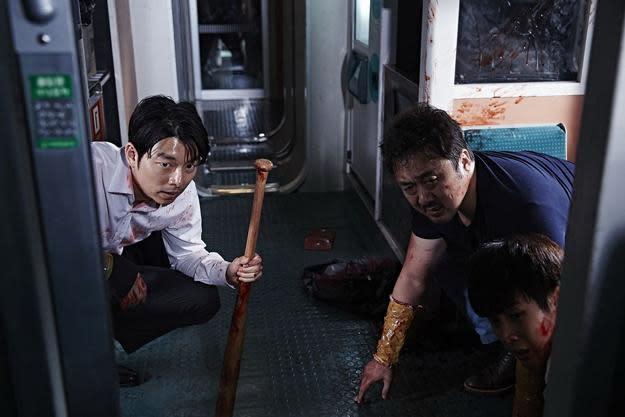 7.《屍速列車》:在《寄生上流》中表現搶眼的崔宇植,亦曾在備受關注的2016年電影《屍速列車》中登場亮相,演出列車上的棒球隊少年。《屍速列車》無疑是至今最出色的韓國活屍片之一,也讓奉俊昊在拍攝《玉子》時就注意到他的演技,指名要崔宇植演出《寄生上流》中的長子基宇一角。(圖:車庫娛樂)