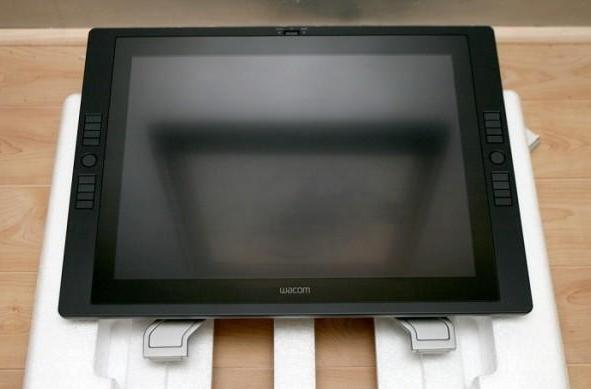 Wacom Cintiq 21UX reverently unboxed by honest-to-goodness digital artist
