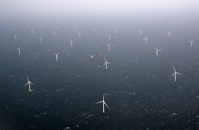 A view of Statoil's Dudgeon offshore wind farm near Great Yarmouth, Britain November 22, 2017. REUTERS/Darren Staples