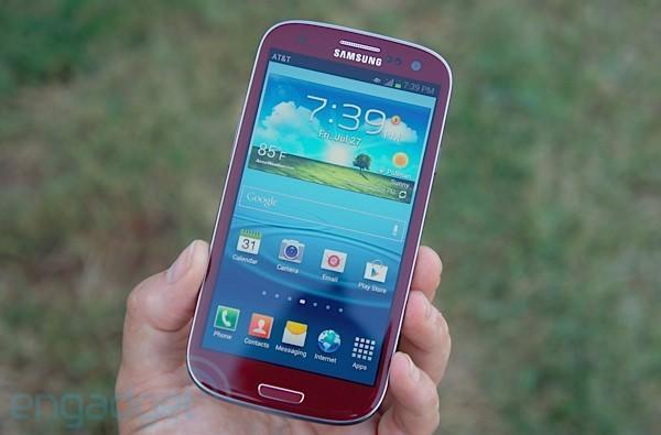 AT&T's Garnet Red Galaxy S III for vampires: we go hands-on