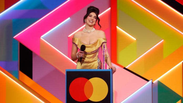 Dua Lipa sacrée aux Brit Awards, qui distinguent essentiellement des femmes