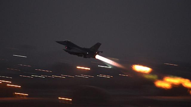 U.S. begins air strikes against Islamic State from Turkish base