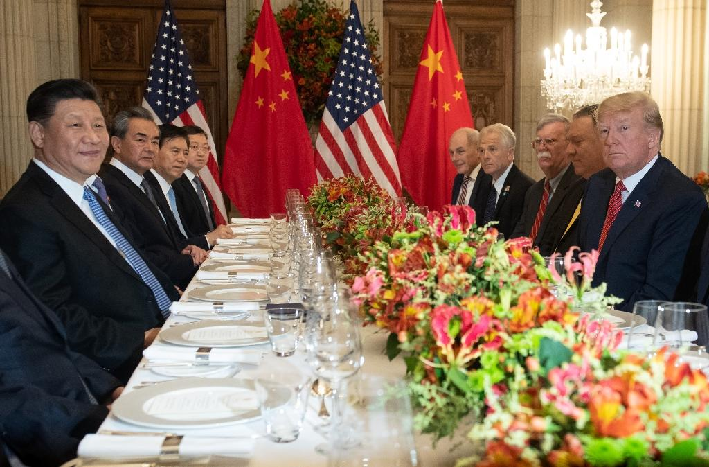 US President Donald Trump (R) and China's Xi Jinping (L-center) and their delegations met at the conclusion of the G20 summit for their key trade talks (AFP Photo/SAUL LOEB)