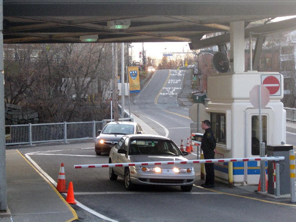 Key us canada border crossing reopens after bomb threat sciox Images