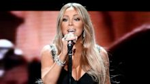 Mariah Carey's Fans Are Freaking Out Over Her 'Invisible Chair'