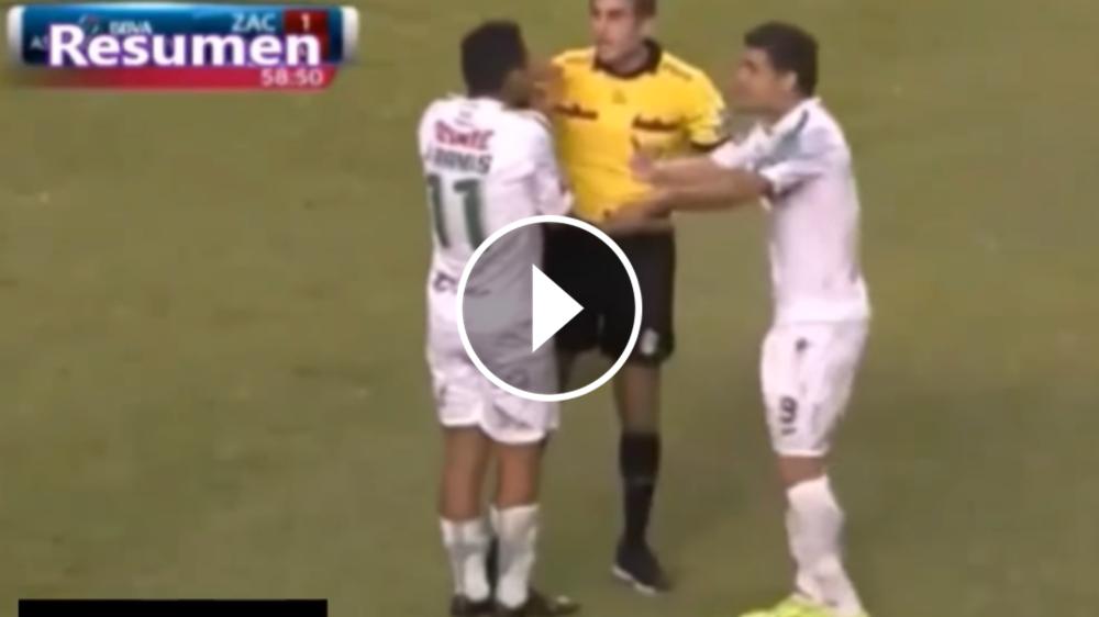 VIDEO: ¿Los árbitros son dirigidos desde una central fuera del campo?