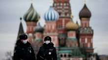 Moscow begins lockdown during tougher push to curb virus