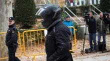El juez impide salir de España al chófer de Bárcenas y al policía asesor de Cospedal