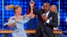 Steve Harvey shows off his sweet dance moves with 'DWTS' pro