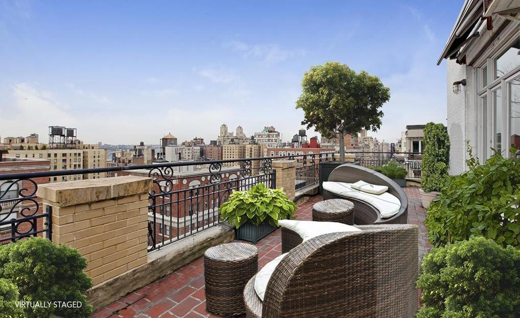 Penny marshall lists manhattan penthouse pied a terre for Nyc pied a terre