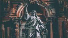 Ariana Grande estava errada: arcebispo afirma que Deus não tem gênero