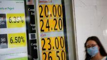 Peso mexicano suma decimoquinta sesión consecutiva de pérdidas, se acerca a los 25/dlr