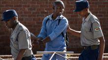 Coronavirus: Zimbabwe arrests 100,000 for 'violations' of measures