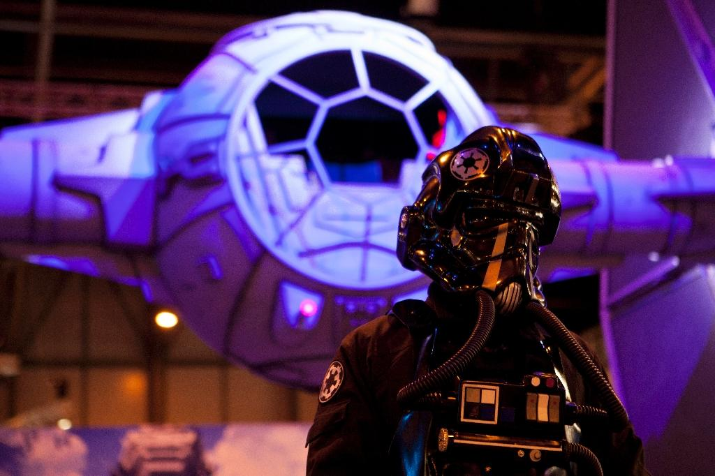 An actor dressed as a TIE figther poses by a giant model of a Star Wars' TIE fighter during the Madrid Games Week 2015 in Madrid on October 1, 2015 (AFP Photo/Sebastien Berda)