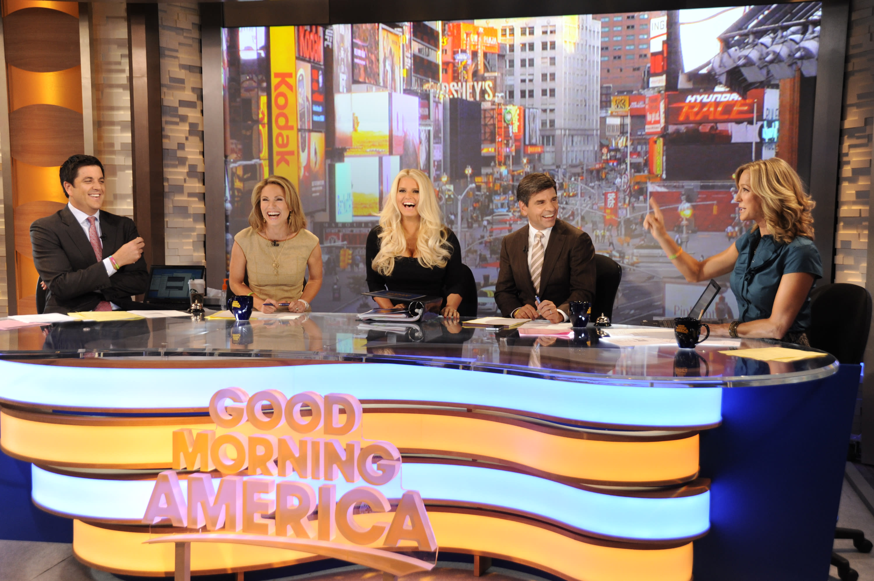Good Morning America Guest Host Today : Jessica simpson guest hosts good morning america