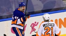 Islanders take 3-1 series lead with 3-2 win over Flyers