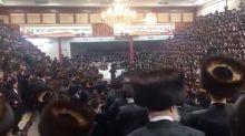 Polémica por el vídeo de una boda judía en Nueva York donde miles de invitados se saltaron todas las medidas anti-COVID