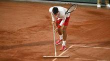 Roland-Garros (H) - Roland-Garros: Novak Djokovic se transforme en balayeur pendant l'interruption