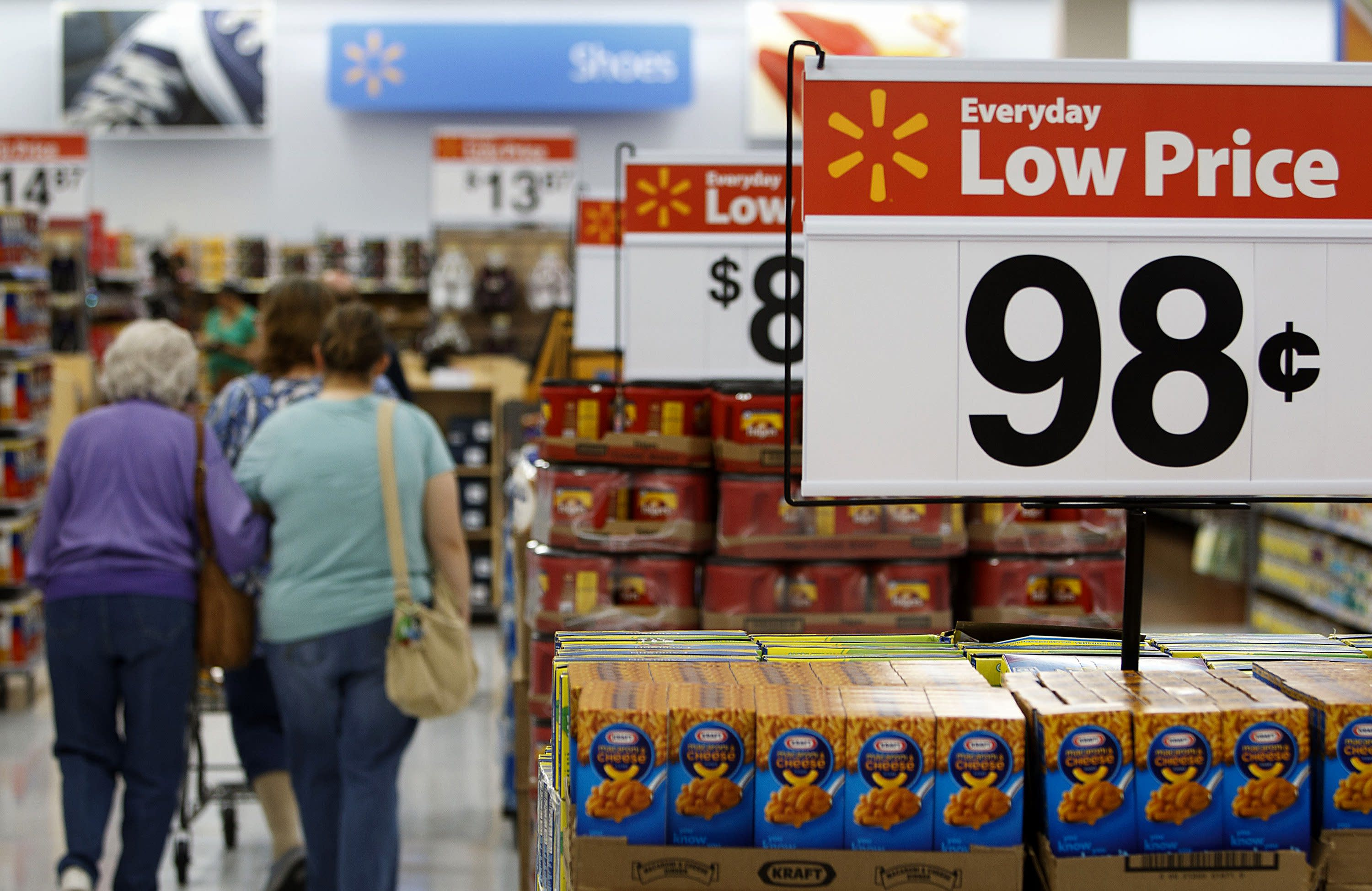 advantages of walmart s low prices everyday strategy What opportunities are forgone by wal-mart's everyday low price marketing strategy who pays the costs of wal-mart's wal-mart's low wages and health benefits.
