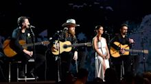 Country stars offer solemn tribute to Route 91 victims at Grammys