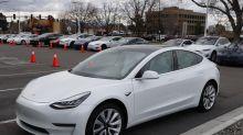Quiso comprarse un coche eléctrico y acabó adquiriendo 28 Tesla sin darse cuenta