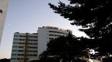 Un hombre cayó del séptimo piso de un hotel y mató a otro que estaba en una terraza en Marbella