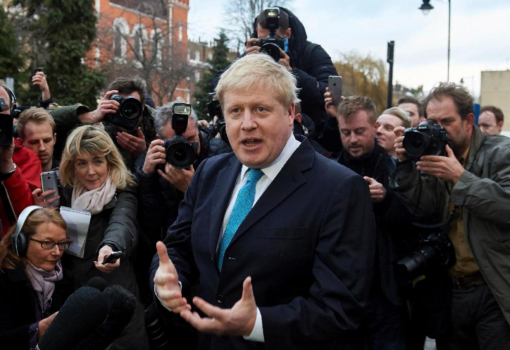 London Mayor Boris Johnson (C) delivers a statement to the media regarding his position on the forthcoming EU referendum outside his home in London on February 21 , 2016