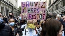 Coronavirus: les patrons de bars manifestent à Paris contre les nouvelles restrictions