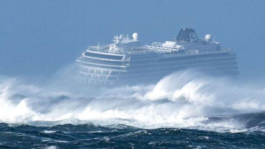 Dangerous rescue of 1,300 stranded cruise passengers