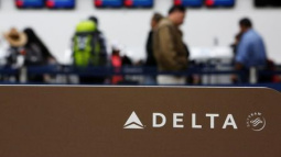 Delta plans regional-jet purchase for up to $2.3 billion: Bloomberg