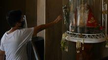 Bénitiers à sec et icônes au placard: le culte ébranlé aux Philippines