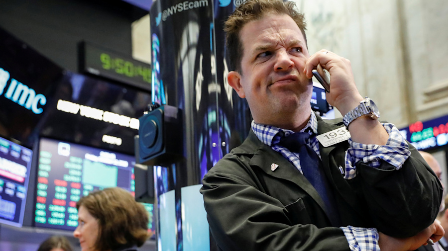 Stocks fall, US deficit widens to six-year high
