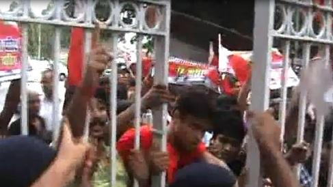 Protesting students barge in Bihar Assembly premises