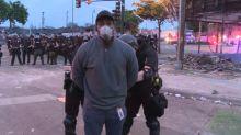 Une équipe de CNN arrêtée en direct pendant les émeutes à Minneapolis