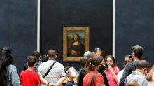 Louvre de Paris reabre as portas sem o habitual público estrangeiro