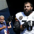 Steelers' Alejandro Villanueva 'embarrassed' he stood alone for national anthem
