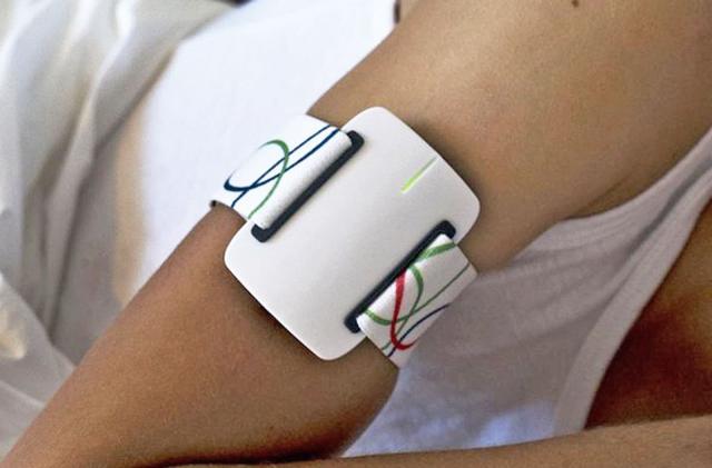Smart arm bracelet warns of nighttime epileptic seizures